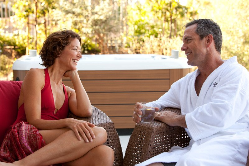 Alternating hot and cold water spa therapy can help everyday athletes stay with their routines.